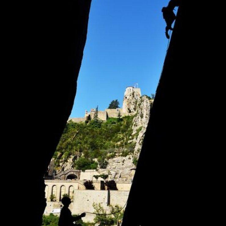 Site d'escalade de la Baume à Sisteron - Escalade au Rocher de la Baume (Copyright : CDFFME04)