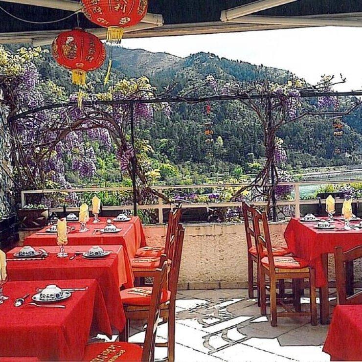 Restaurant La Baie d'Along à Sisteron - La terrasse (Copyright : Restaurant La Baie d'Along)