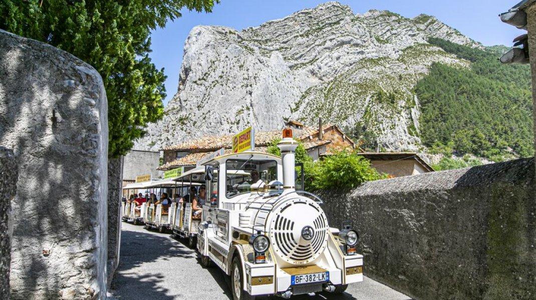 Le petit train de la Citadelle - Montée à la Citadelle de Ssiteron (Copyright : Thibault Vergoz)