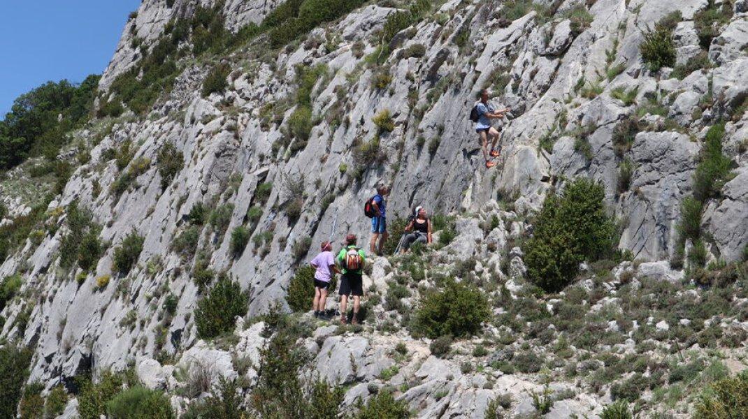 Randonnée le Trou de l'Argent à Sisteron - Pour accéder au sommet (Copyright : Office de Tourisme Sisteron Buëch)