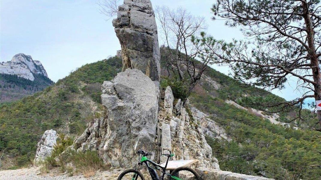 Circuit VTT Les Ruines de Maraysse - Panorama et formation rocheuse (Copyright : Communauté de Communes Sisteronais Buëch)