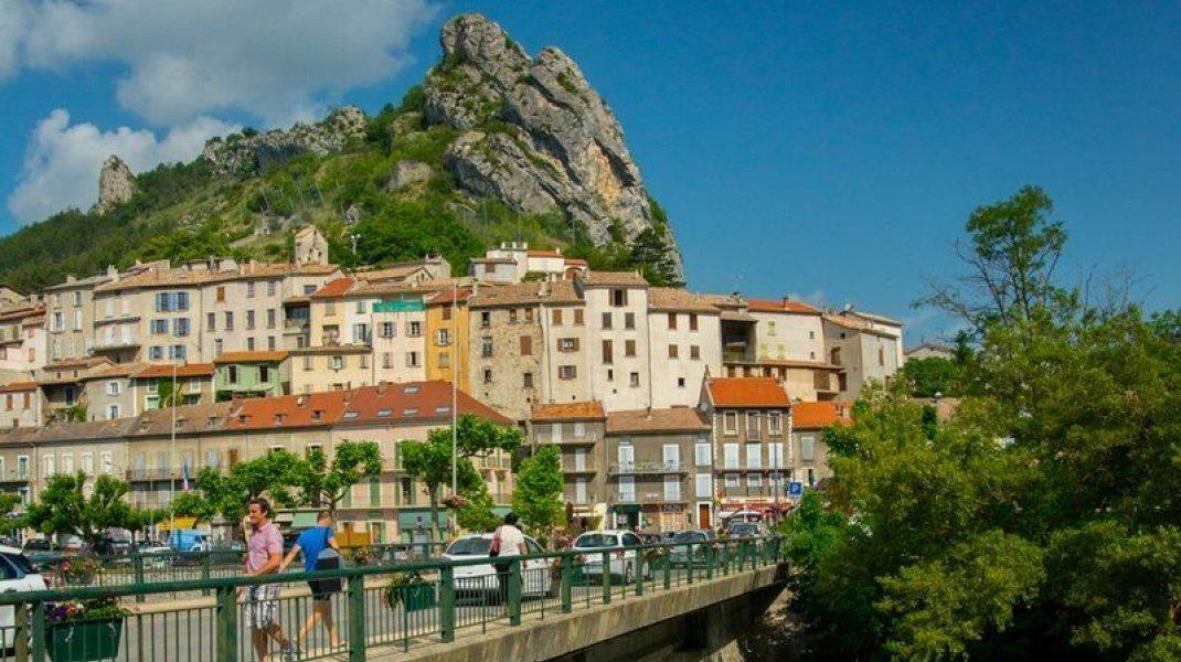 Les voies de nos ancêtres - Village de Serres (Copyright : Communauté de Communes Sisteronais Buëch)