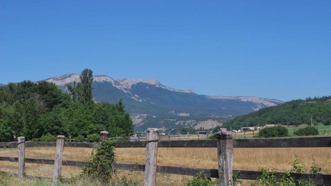 Circuit VTT Le Plateau de Garenne - Vue sur le rocher de Beaumont (Copyright : Communauté de Communes Sisteron Buëch)