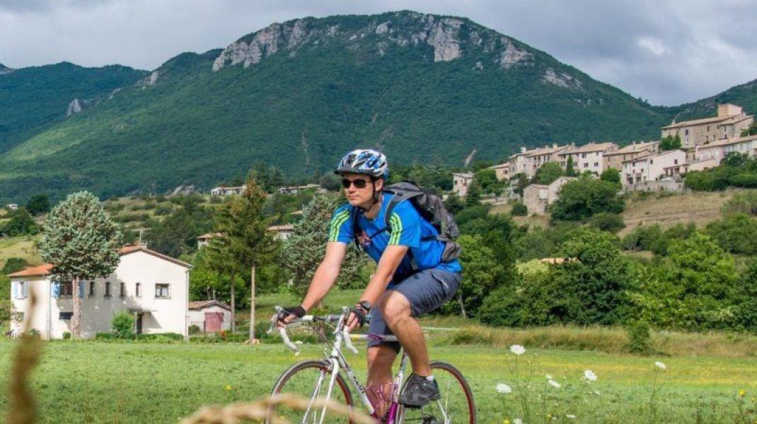Circuit cyclo Col de la Rochette - Au pied du village perché de Lagrand (Copyright : Communauté e Communes Sisteronais Buëch)