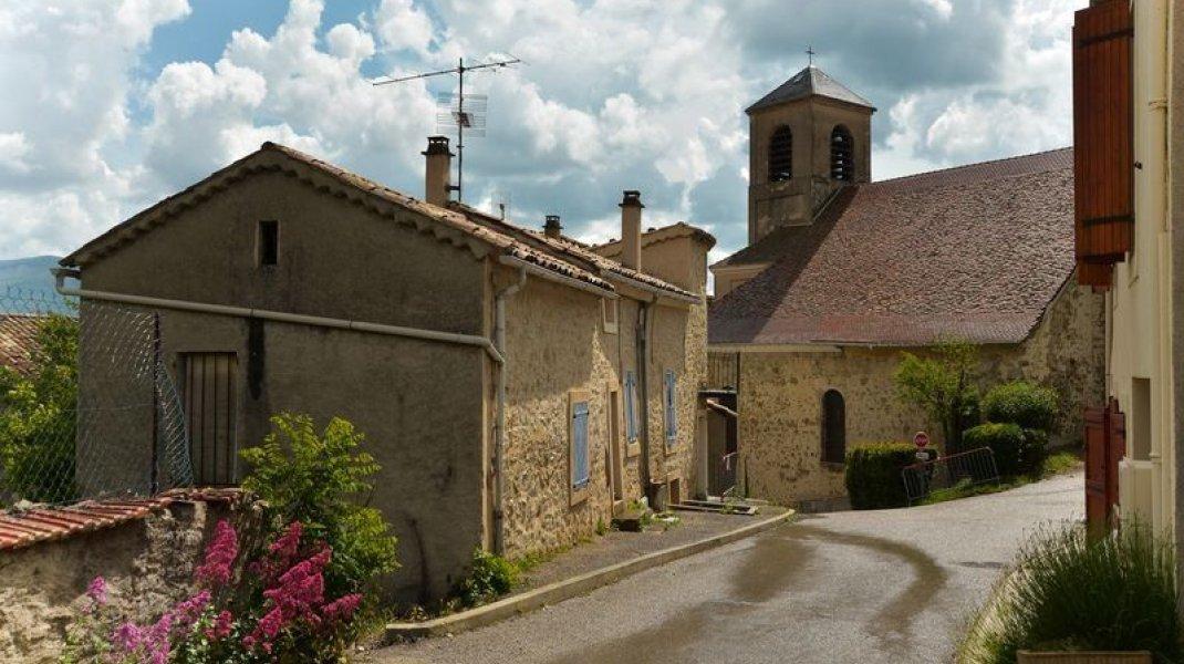 Circuit cyclo Mange Fèves - Dans le village médiéval de Rosans (Copyright : Communauté de Communes Sisteron Buëch)