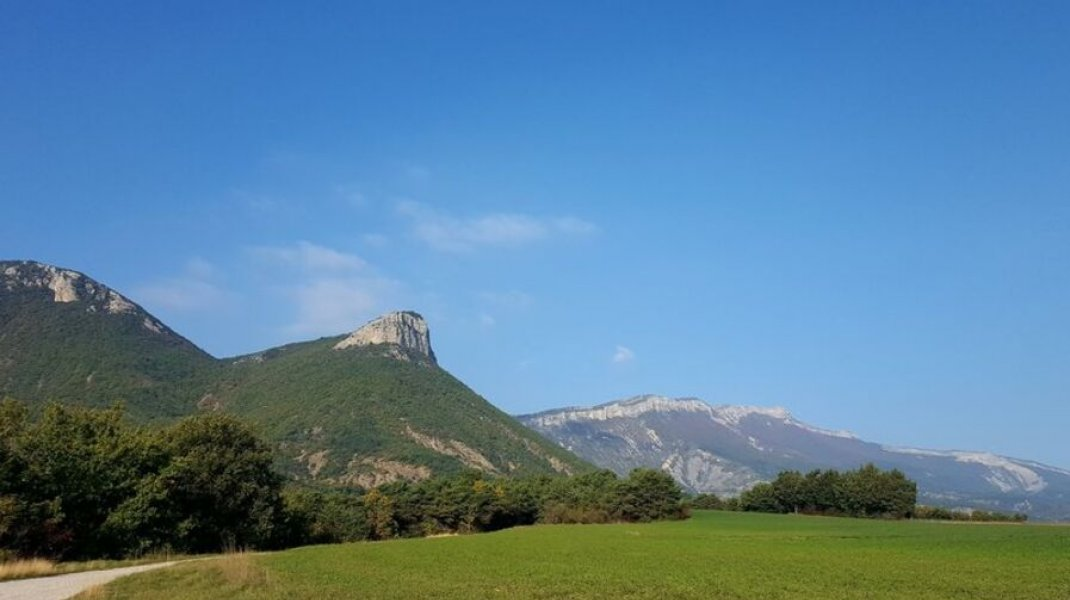 Itinéraire de rando Sainte Grique - Vue sur le Montgarde (Copyright : Office de Tourisme Sisteron Buëch)