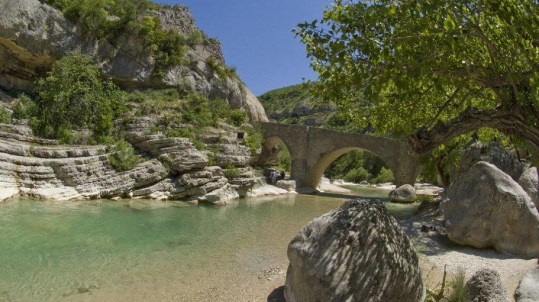 Les Gorges de la Méouge - Pont roman (Copyright : Office de Tourisme Sisteron Buëch)
