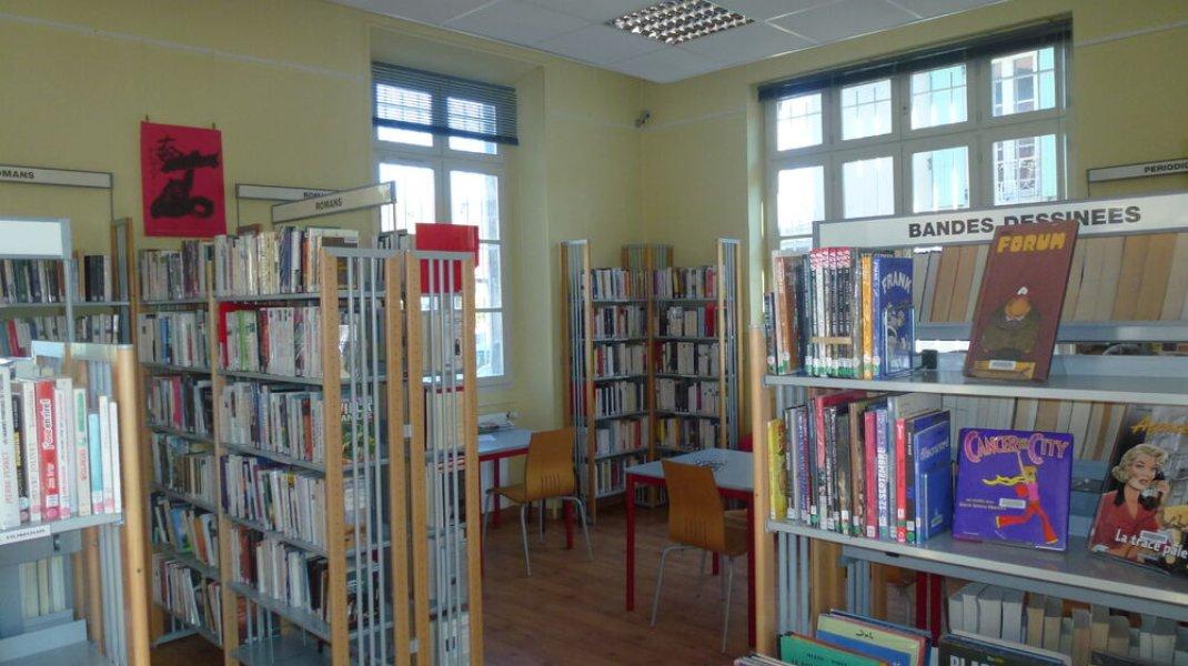 Médiathèque Municipale Laragne - BD et romans (Copyright : Office de Tourisme Sisteron Buëch)