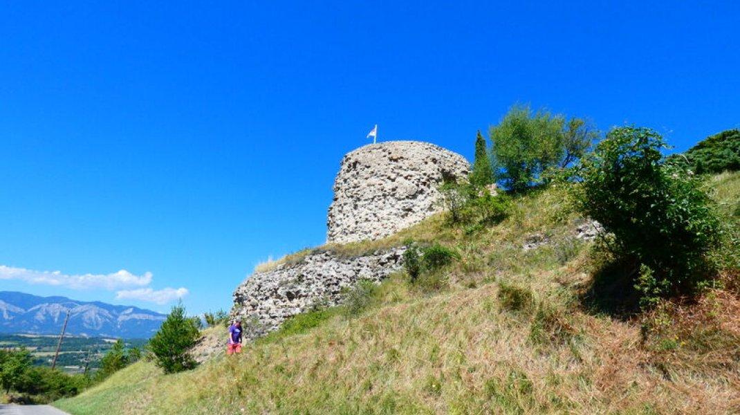 Aire de pique nique de la Tour d'Upaix - La Tour d'Upaix (Copyright : Office de Tourisme Sisteron Buëch)