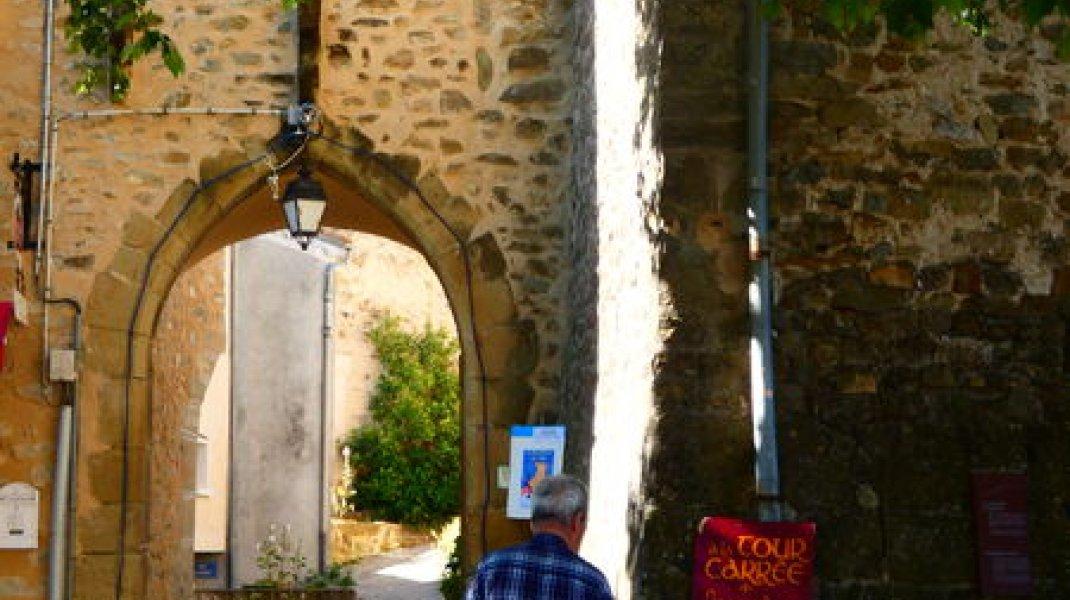 Circuit confort : Rosans par le Chemin des Roses - Dans le village de Rosans (Copyright : Office de Tourisme Sisteron Buëch)