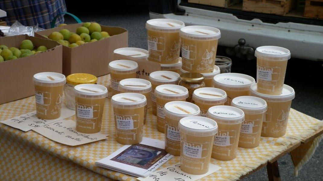 Le marché de Serres - Miel de pays (Copyright : Office de Tourisme Sisteron Buëch)