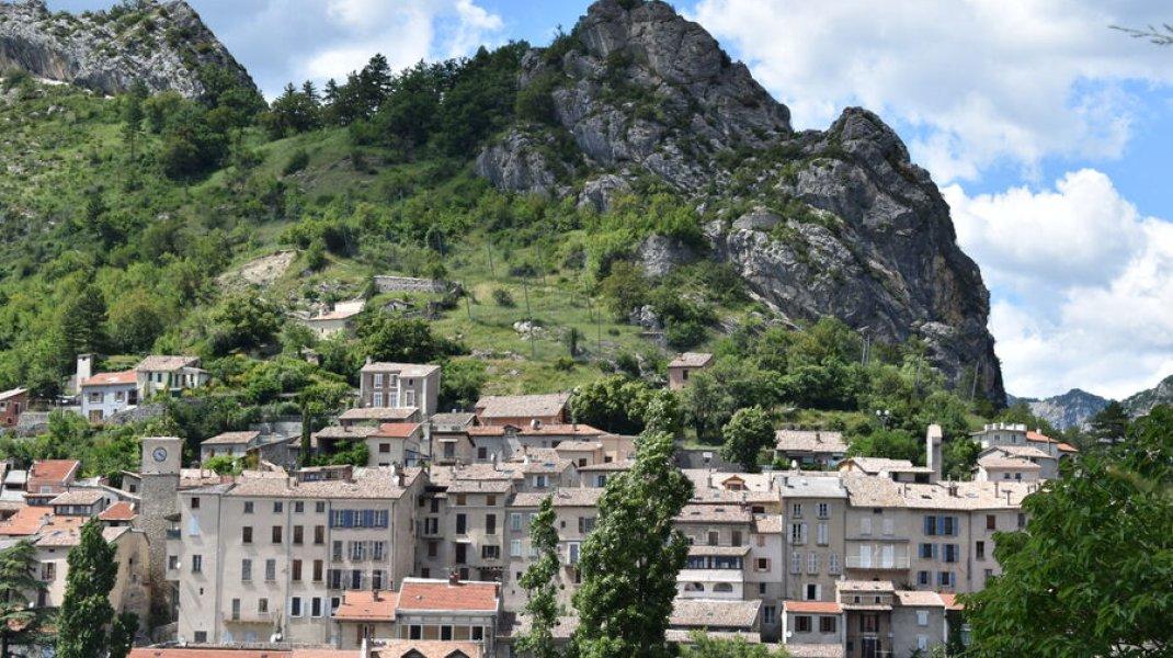 Gîte du Rocher à Serres - Serres, le rocher de la Pignolette (Copyright : Gîte du Rocher)