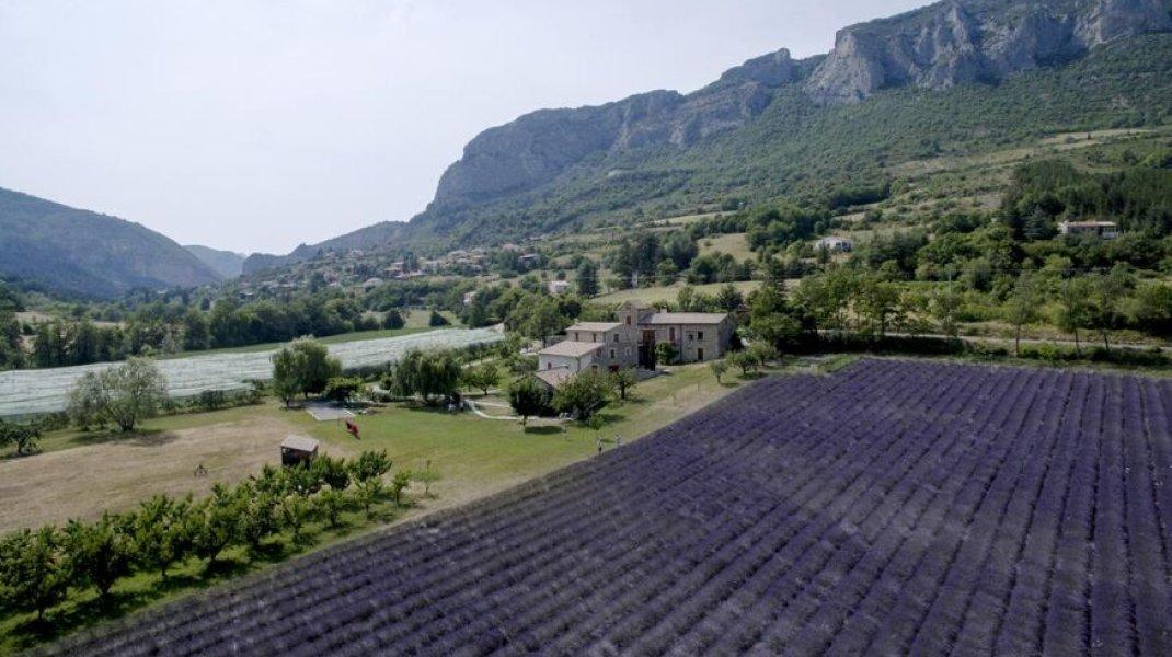 La propriété vue depuis un drone (Copyright : Gîtes de France)