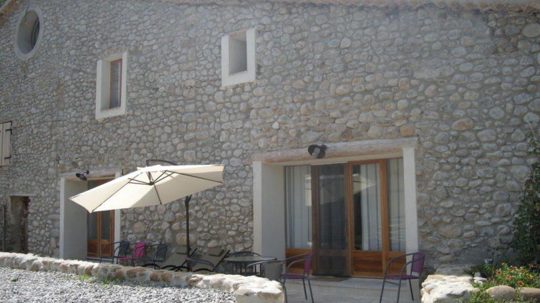Les gîtes d'Eliane - Un air de campagne - Façade (Copyright : Office de Tourisme Sisteron Buëch)