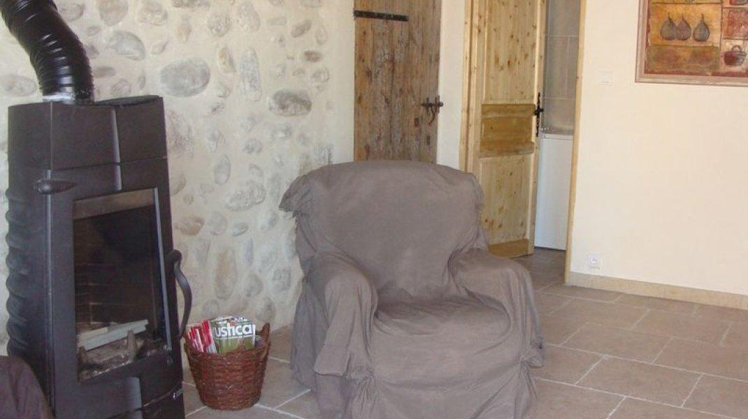Les gîtes d'Eliane - Un air de campagne - Poêle (Copyright : Office de Tourisme Sisteron Buëch)