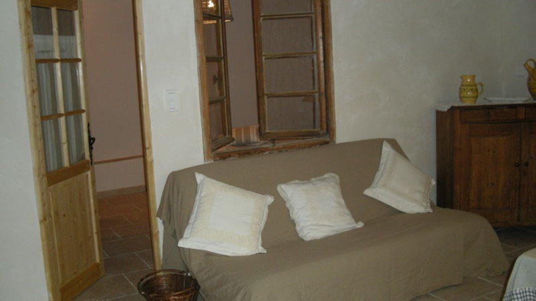 Les gîtes d'Eliane - Un air de campagne - Coin salon (Copyright : Office de Tourisme Sisteron Buëch)