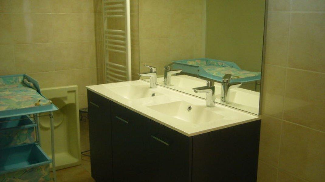 Maison de campagne Aux Deux Oliviers - Salle de bains (Copyright : R. Pintz)