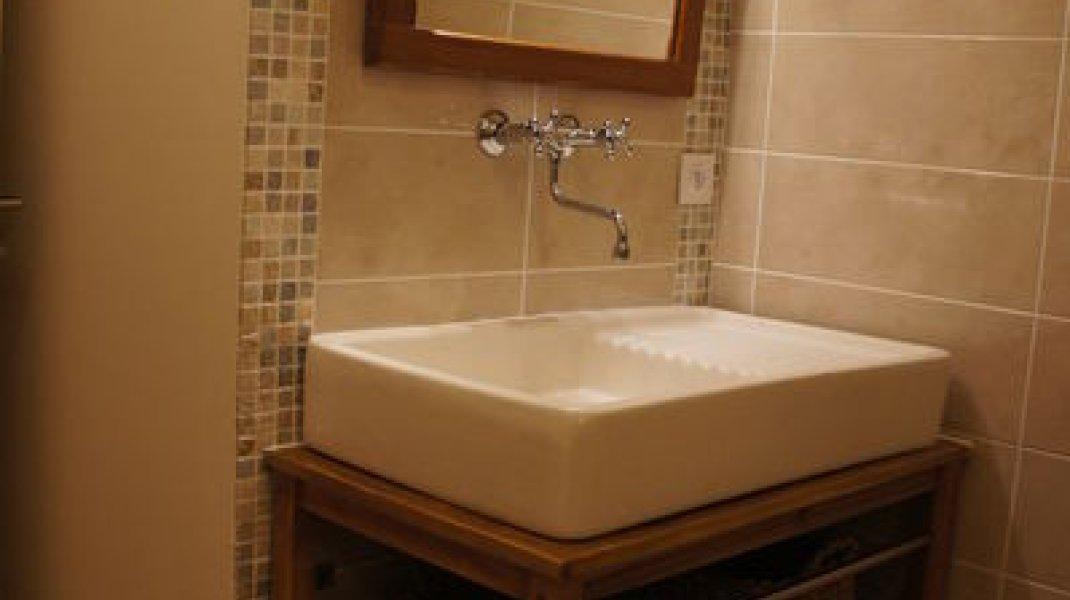 Gîte Del Païs - Vasque salle d'eau (Copyright : Gîte Del Païs)
