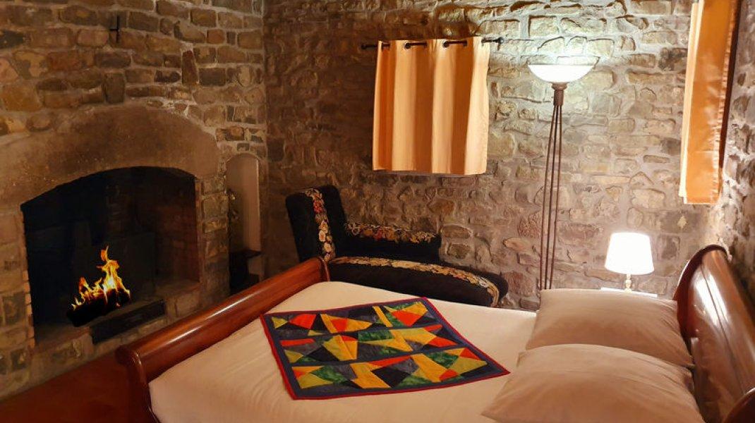 Au Cladan - Chambre cheminée 2 (Copyright : D. Wilwertz)