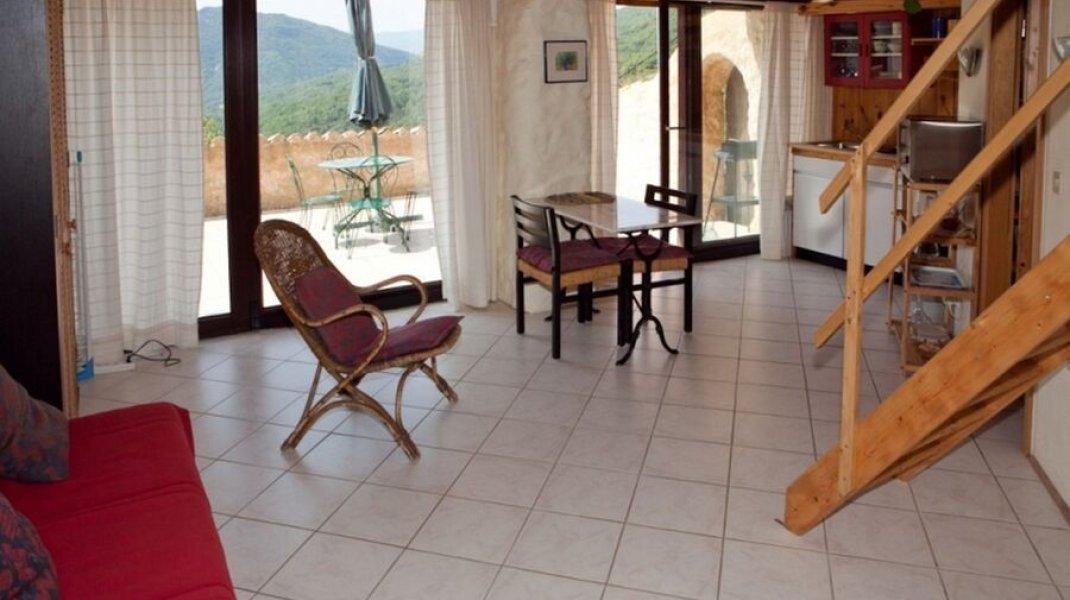 Aco de Roman - Gîte Colline - Pièce à vivre (Copyright : Gîtes de charme haute provence)