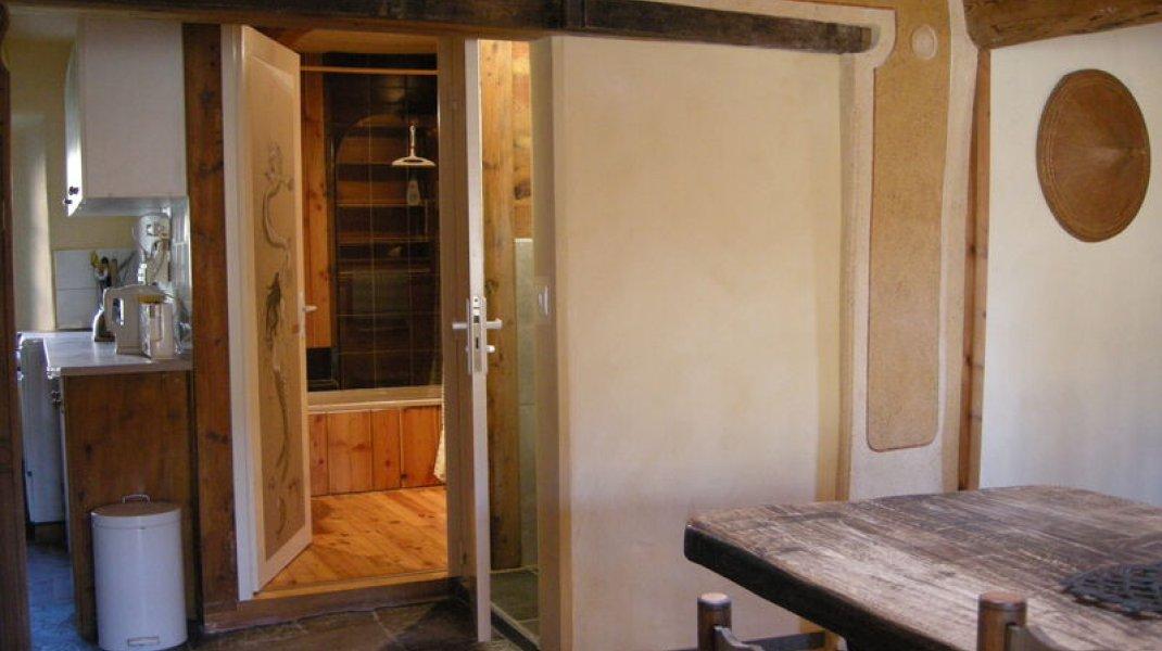 Gîte le Petit Terrus à Montclus - Rénovation salle de bain et toilettes (Copyright : Corinne Vallière)
