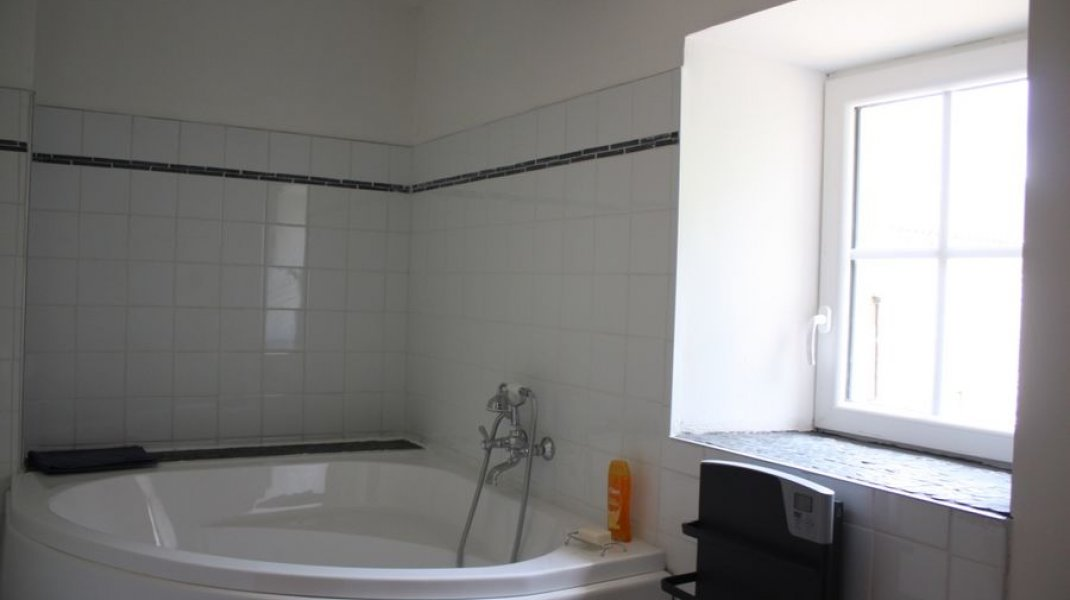 Ferme salle de bain étage - Ferme salle de bain étage (Copyright : Le Château de Noyers)