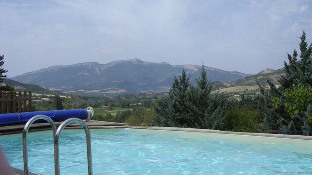 Le Rocher de l'Aigle Savournon - La piscine (Copyright : Le Rocher de l'Aigle Savournon)