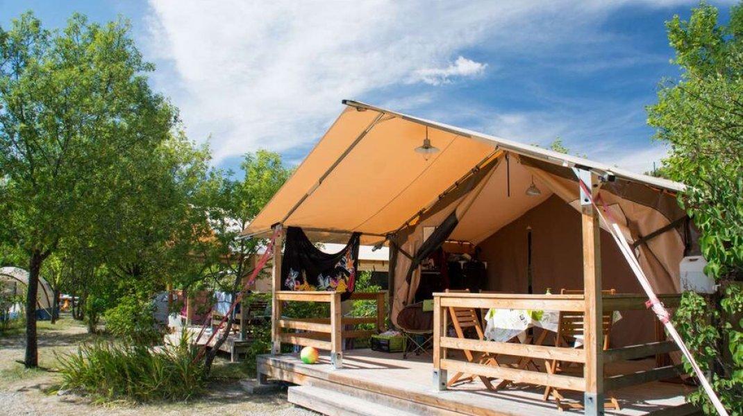 Camping Les Hauts de Rosans - Tente Lodge (Copyright : Camping Les Hauts de Rosans)