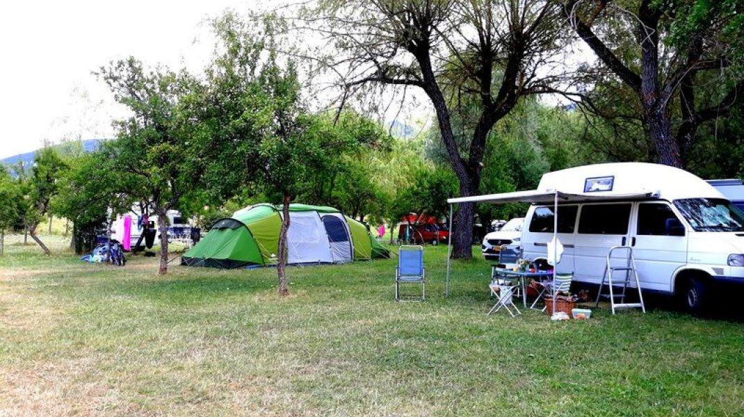 Camping des gorges de la Méouge - Emplacements tentes et camping cars (Copyright : Office de Tourisme Sisteron Buëch)