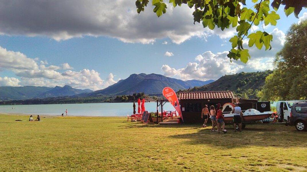 Buvette-Snack du plan d'eau du Riou - Vue sur le plan d'eau (Copyright : Office de Tourisme Sisteron Buëch)