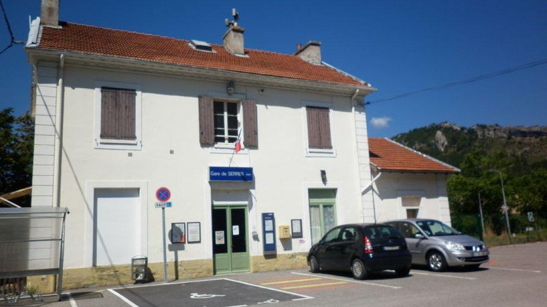 Gare SNCF de Serres - Gare SNCF de Serres (Copyright : Office de Tourisme Sisteron Buëch)