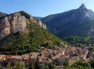 La Route des Princes d'Orange - Orpierre, sur la Route des Princes d'Orange (Copyright : Office de Tourisme Sisteron Buëch)