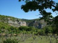 """Itinéraire de rando """"Boucle de la Plaine"""" - Vue sur le village de Pomet (Copyright : Communauté de Communes Sisteronais Buëch)"""