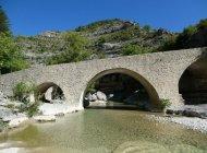 """Itinéraire de rando """"Boucle de la Plaine"""" - Le Pont Roman (Copyright : Communauté de Communes Sisteronais Buëch)"""