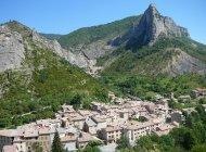 Site d'escalade d'Orpierre - Le village d'Orpierre depuis les falaises du Puy (Copyright : Office de Tourisme Sisteron Buëch)