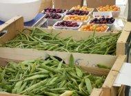 Le marché de Serres - Fruits et légumes (Copyright : Office de Tourisme Sisteron Buëch)