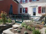 Gîte Del Païs - Terrasse avec salon de jardin et transats (Copyright : Gîte Del Païs)
