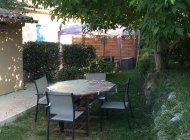 Location Sisteron Le Mas - Salon de jardin (Copyright : A. Favre)