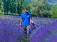 Lavanderaie des Hautes Baronnies - Dans les champs de lavandes en fleurs (Copyright : Patrick Domeyne)