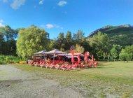 Buvette-Snack du plan d'eau du Riou - Vue d'ensemble (Copyright : Office de Tourisme Sisteron Buëch)