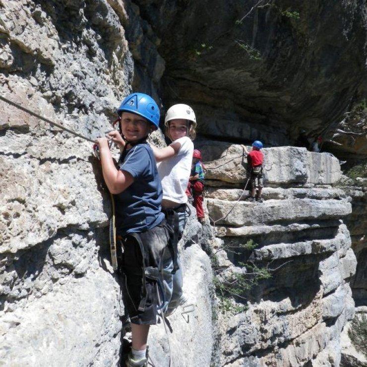 Via ferrata avec le bureau des guides des 2 Vallées - Via ferrata avec le bureau des guides des 2 Vallées (Copyright : bureau des guides des 2 Vallées)