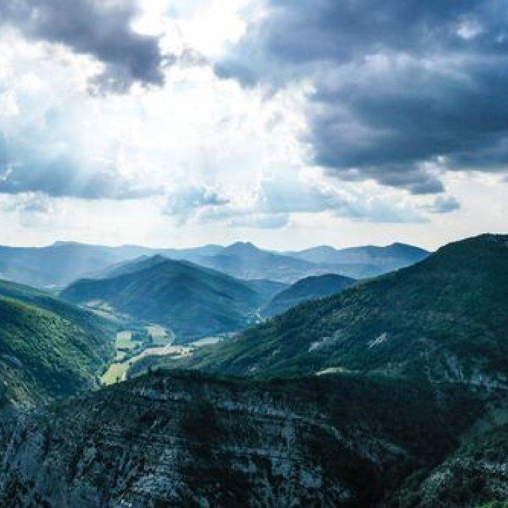 La Route des Princes d'Orange - Orpierre et la Vallée du Céans (Copyright : Claire Wright)