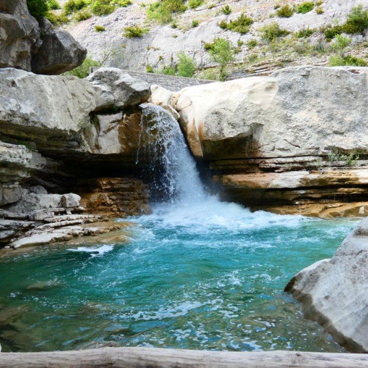 Itinéraire de rando Le Banc du Bouc - Cascade dans les Gorges de la Méouge (Copyright : Office de Tourisme Sisteron Buëch)