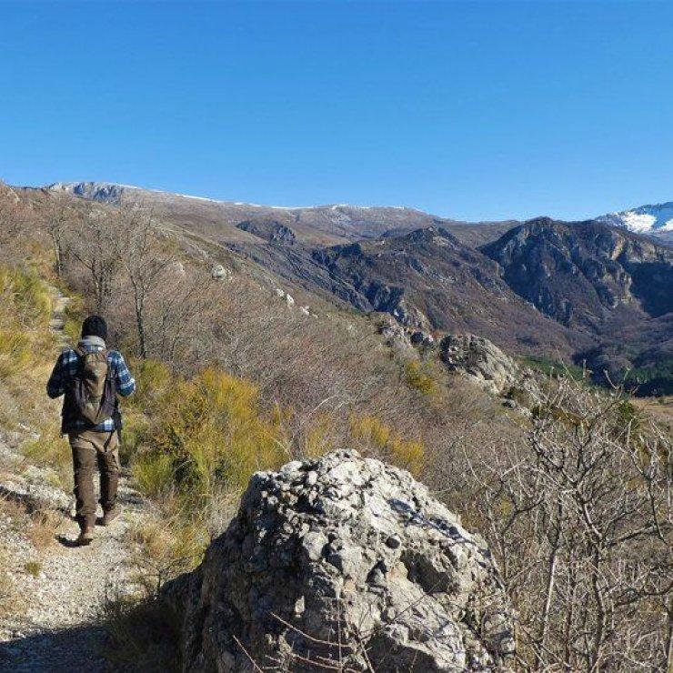 """Itinéraire de rando """"Le Tour de Dromon"""" - Panorama sur les sommets des Monges (Copyright : Communauté de Communes Sisteronais Buëch)"""