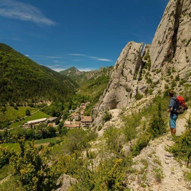 Itinéraire de rando Entre Monts et Merveilles - Les falaises de Sigottier (Copyright : Communauté de Communes Sisteronais Buëch)