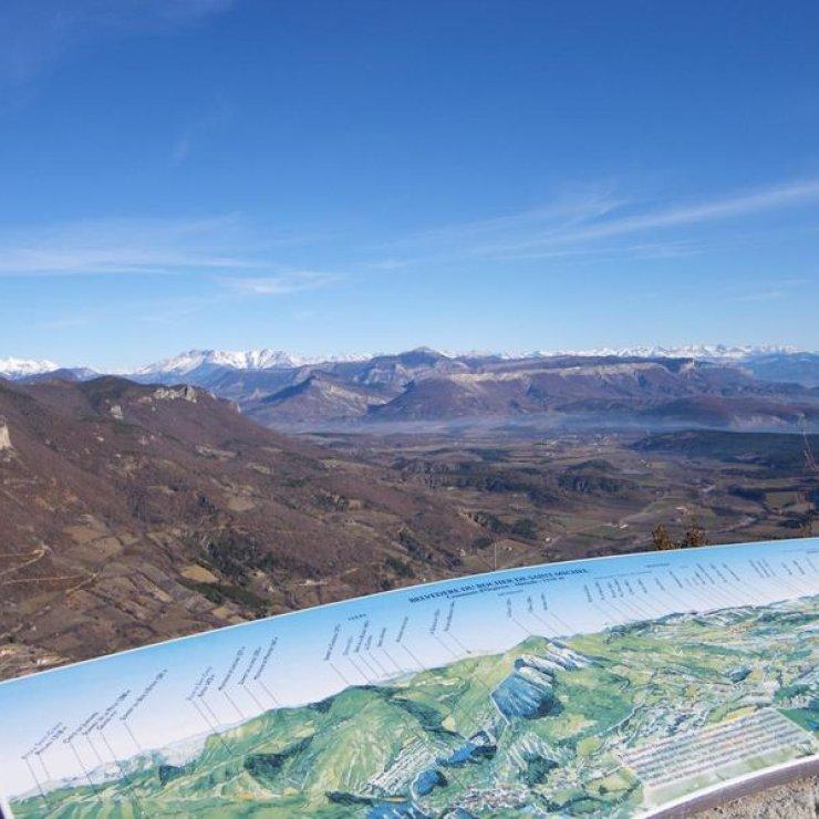 Itinéraire de rando Le Rocher de Saint-Michel - Table d'orientation du Rocher de Saint-Michel (Copyright : Office de Tourisme Sisteron Buëch)