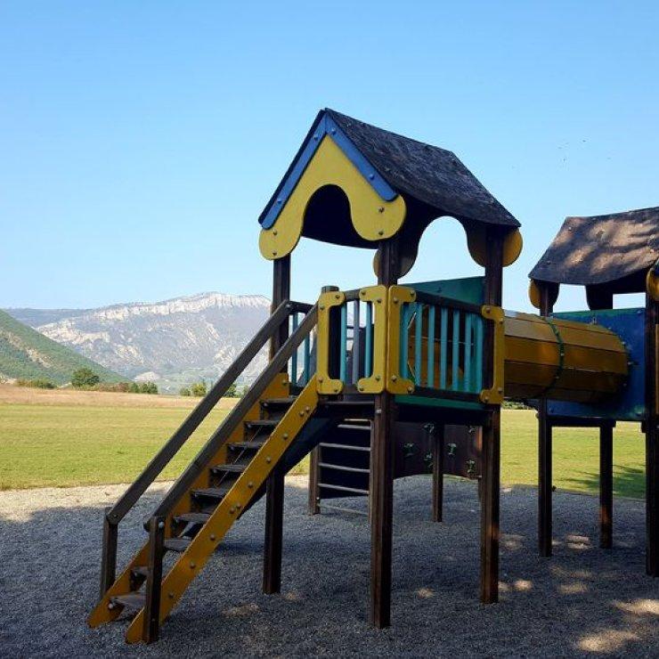 Plateau de Lagrand - aire de jeux pour enfants (Copyright : Office de Tourisme Sisteron Buëch)