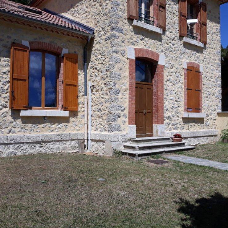 Gîte communal de La Piarre - Extérieur (Copyright : Office de Tourisme Sisteron Buëch)
