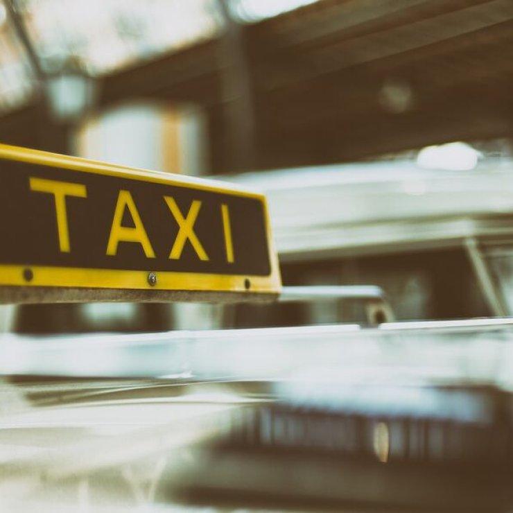 Taxi (Copyright : Pixabay)