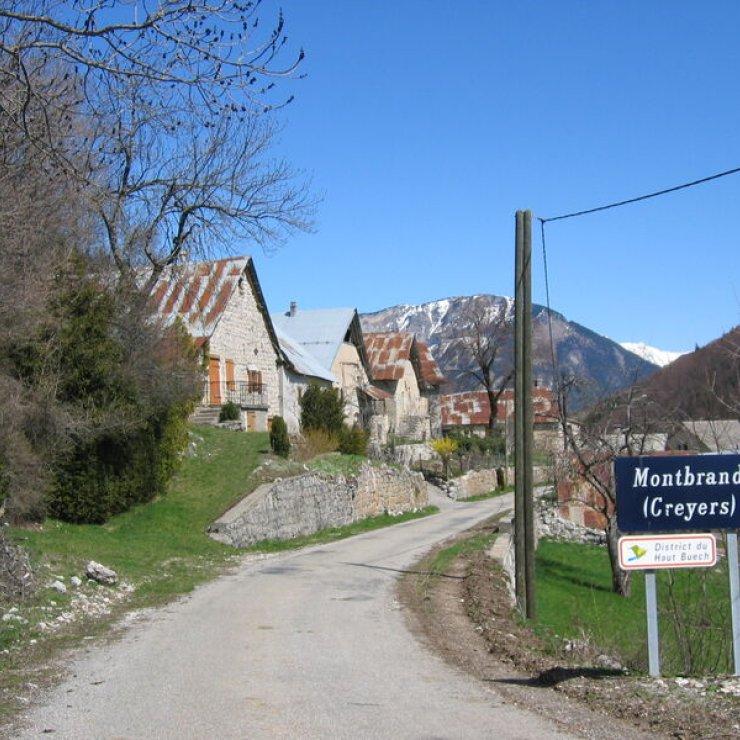 Arrivée à Montbrand - Arrivée à Montbrand par le col de la Haute-Beaume (Copyright : Office de tourisme du Haut-Buëch)